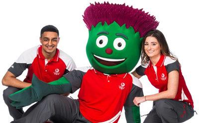 Clyde the Thistle with some 'Clyde-Sider' Volunteers